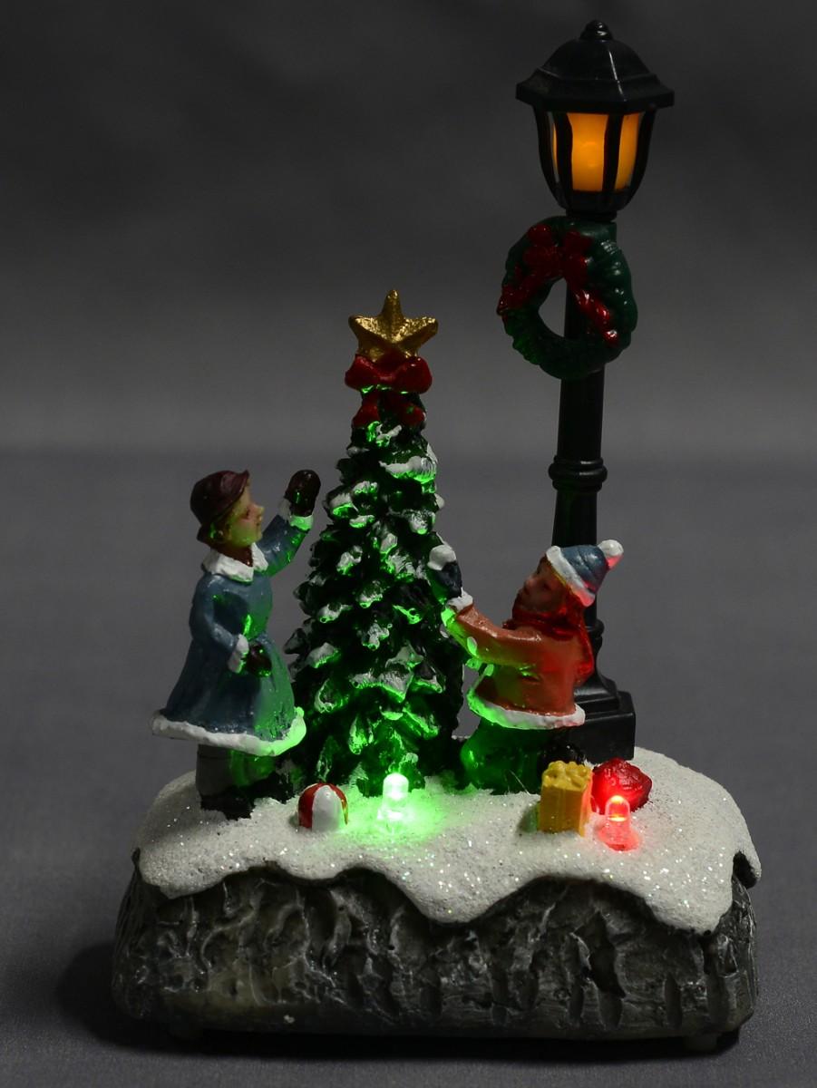 Children By A Christmas Tree Amp Lamp Post Scene